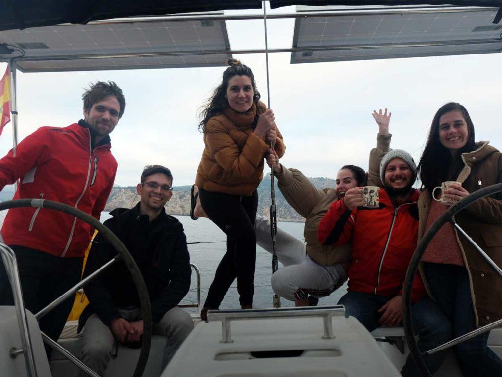 Das Team von Globesailor testet das Segeln im Winter vor Mallorca