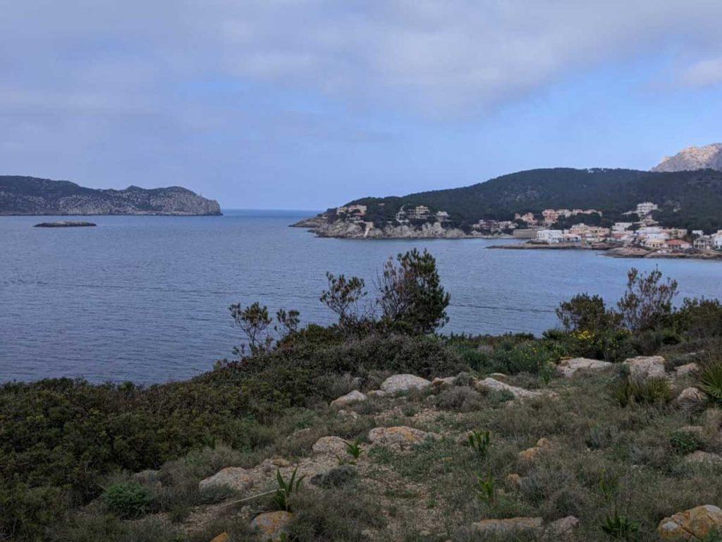 Sa Dragonera ist Mallorca im Westen vorgelagert. Im Winter segeln Sie dort fast allein.